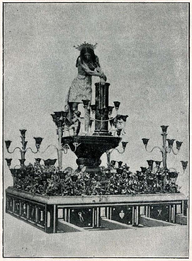 El antiguo Señor de los Gitanos sobre sus andas procesionales.