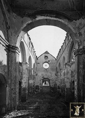 Interior de la iglesia de San Román tras ser incendiada el 19 de julio de 1936. (Foto: ABC)