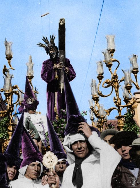 El antiguo Señor de la Salud sobre su paso en la mañana del Viernes Santo.