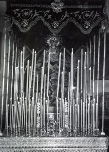 La Virgen de los Gitanos bajo el palio estrenado en 1919.