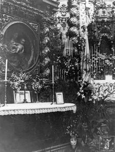 Altar de la Virgen de Belén en la Iglesia de Santo Domingo (al fondo el altar mayor)
