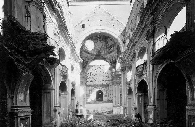 Este fue el estado de la Iglesia parroquial de la Merced tras ser incendiada en 1931.