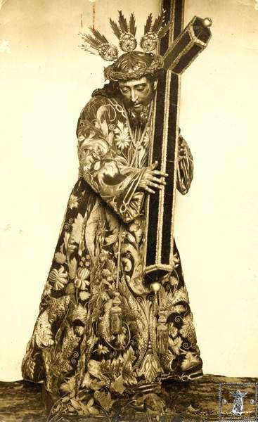 Impresionante estampa de Ntrº. P. Jesús Nazareno vistiendo la túnica de las hermanas Antúnez.