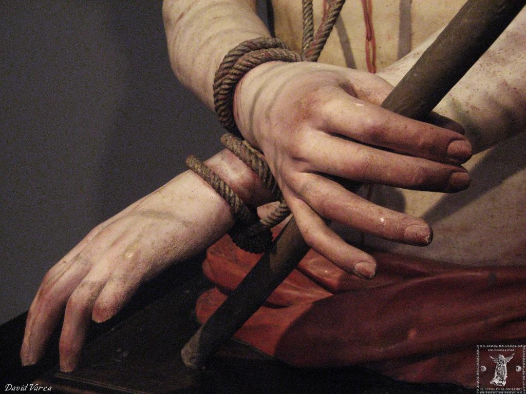 Detalle de las manos del Ecce-Homo (puede observarse la pérdida de la última falange del dedo meñique izquierdo).