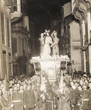 Paso de Jesús de Azotes y Columna el Martes Santo de 1922.