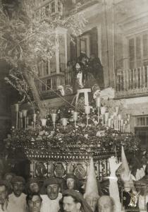 Fotografía tomada en la Plaza de los Mártires que podría datarse en 1922.